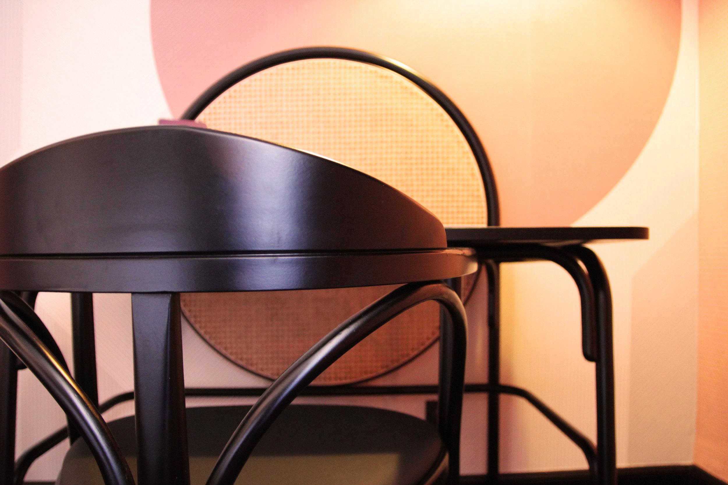 Wood & Cannage - The desk // Le bureau - Bois & Cannage