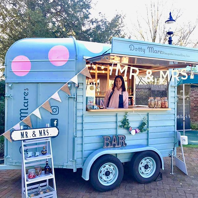 It's Wedding Fair season! This weekend in Sunday 27th we will be at the stunning Shiplake College serving bubbles 🥂  So if you would love to meet Dotty in real life, why not pop along.  Whilst we all love Instagram nothing beats seeing and sampling the real thing.. Wedding Fairs are a great way to gain inspiration, chat through ideas and also tick a few things off your list...us suppliers are there for you, we get out of bed early spend a while setting up all for the chance to meet potential clients....it's our passion, it's our business and we all LOVE the feedback (& bookings) SO grab your other half, mummy, daddy or bestie and get visiting those Wedding Fairs 👰🏻🤵🏼🥂 #weddingfair  #weddingsupplier #weddinginspo #bridetobe #ido #weddingsoninstagram @shiplakeweddings