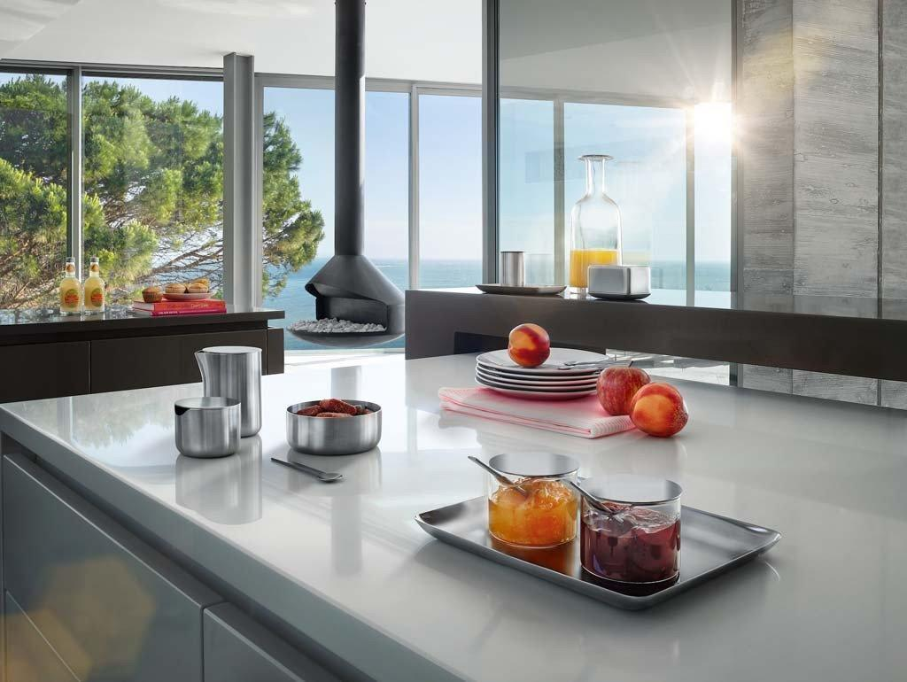 Blomus_BASIC_Stainless_Steel_Tray_Matte_Stainless_Steel_LifeStyle_Front_1024x1024.jpg