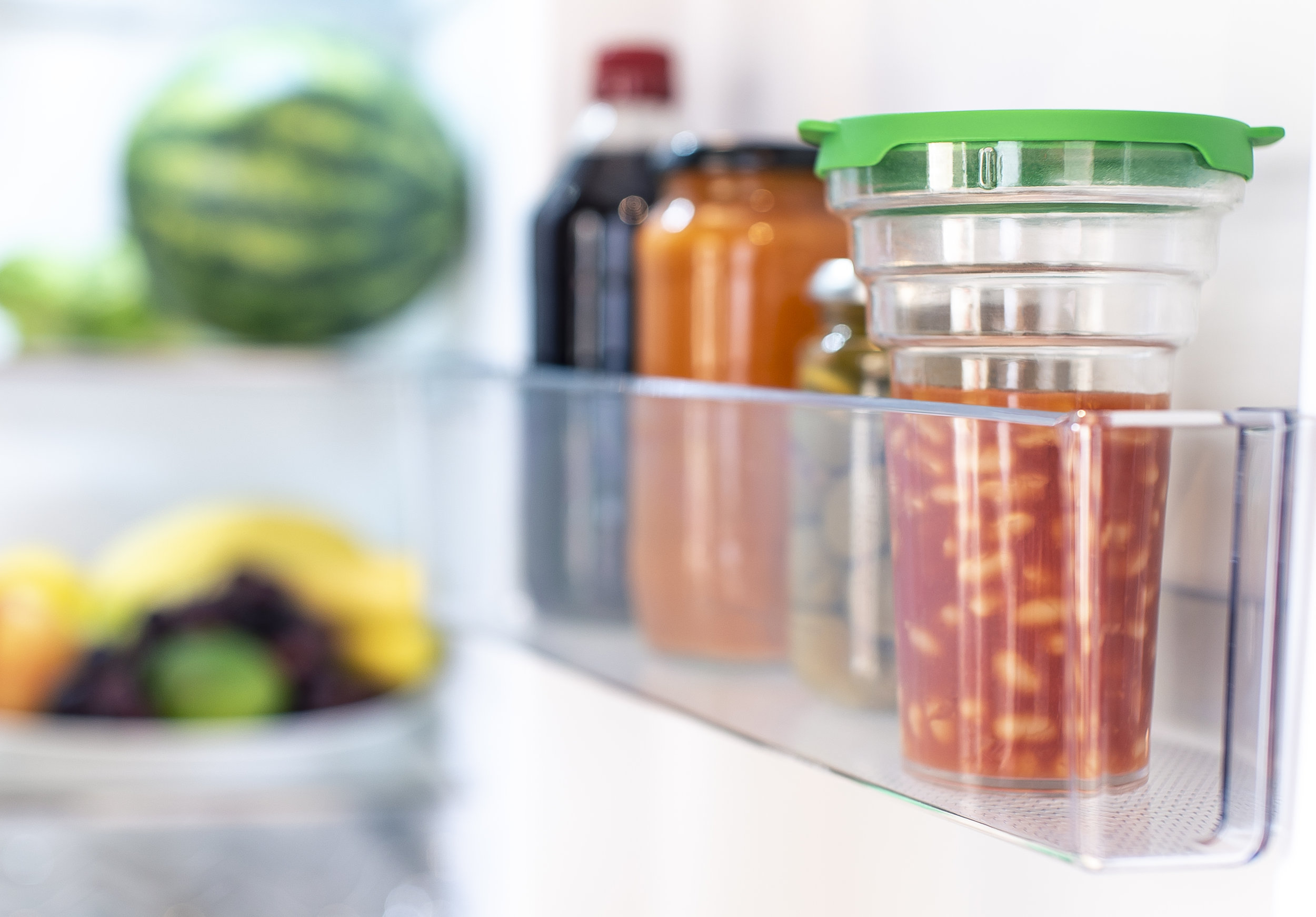 Shake n' Store is a simple way to manage your leftover food. - Shake n' Store is a clear upright food container, ridged at the top to cope with the three most common sizes of can, and with a lid that can be twisted to mark the day of the week on which the leftovers were stored in the fridge.You place the Shake n' Store onto the open tin, turn both over like a cocktail shaker, and simply shake the leftover food into the container. Clean transfer, no spillage, brilliantly simple!