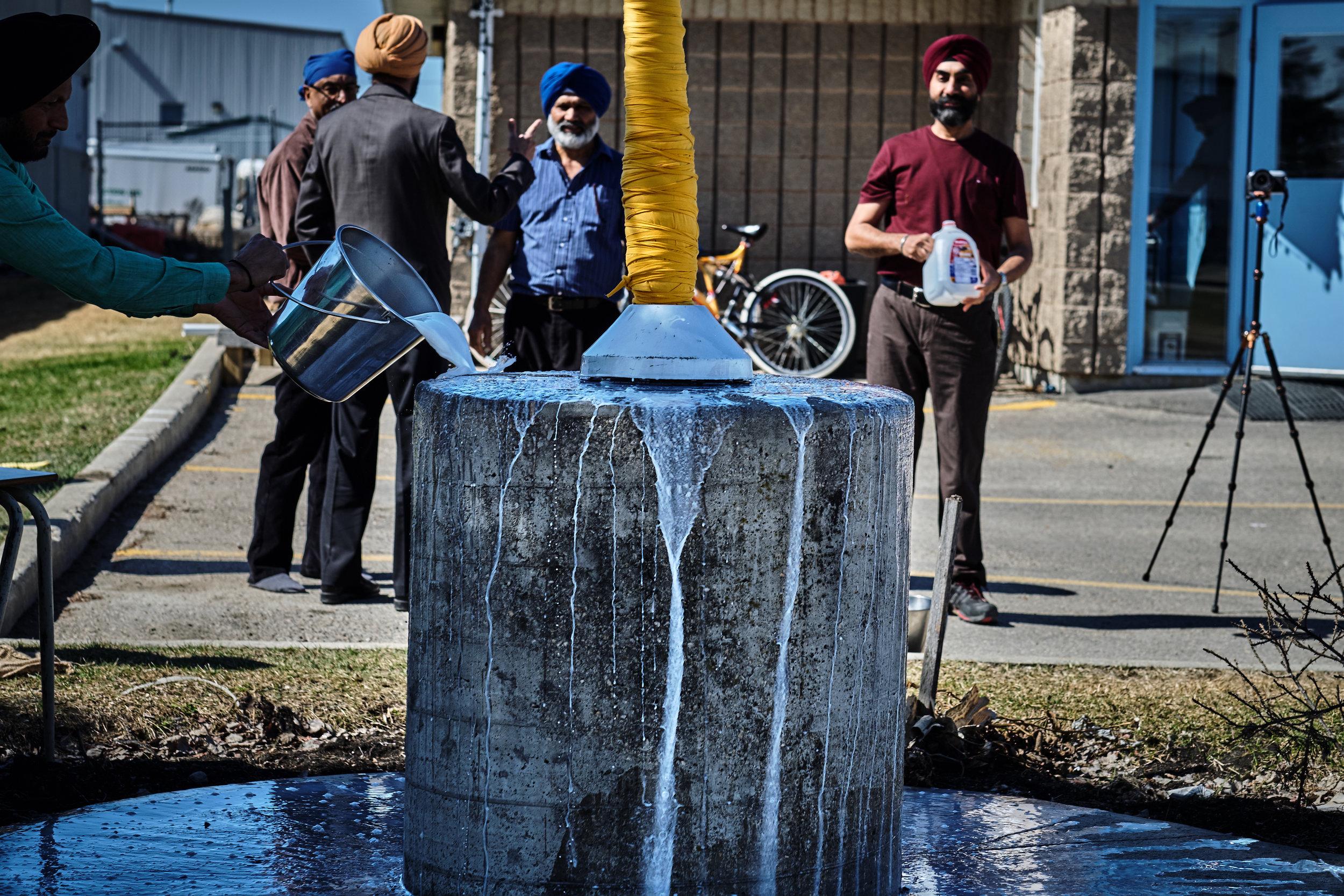 Wpg_South_Sikh_Centre-Nishaan_Sahib_11.jpg