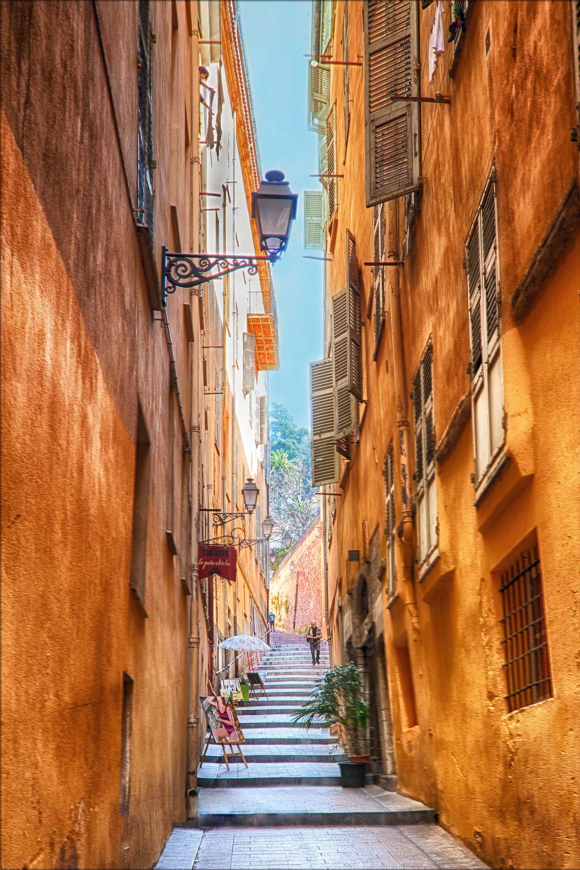 Arles_HDRFinal.jpg