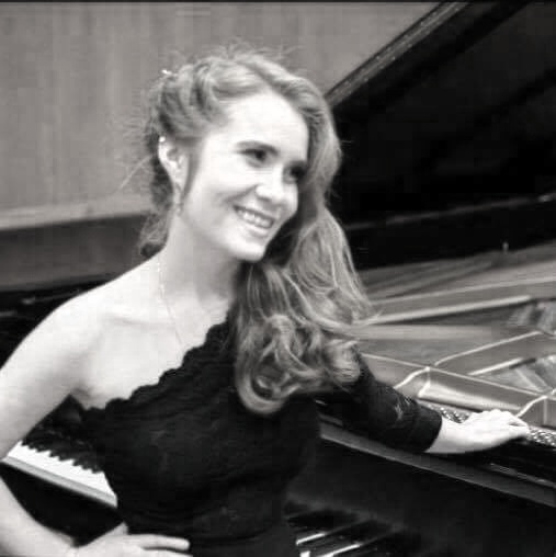 Emily Hayes - piano   Emily Hayes began studying classical piano at age 5, and she had her debut performance at age thirteen with the Northstate Symphony. Emily has over 8 years of private teaching experience and enjoys sharing her love of music with students of all ages and skill levels. When not teaching, Emily continues to focus on furthering her own musical education. She is currently completing her BM in piano performance at USC's Thornton School of Music under the instruction of Vice Dean of Classical Performance and Composition, Dr. Lucinda Carver.