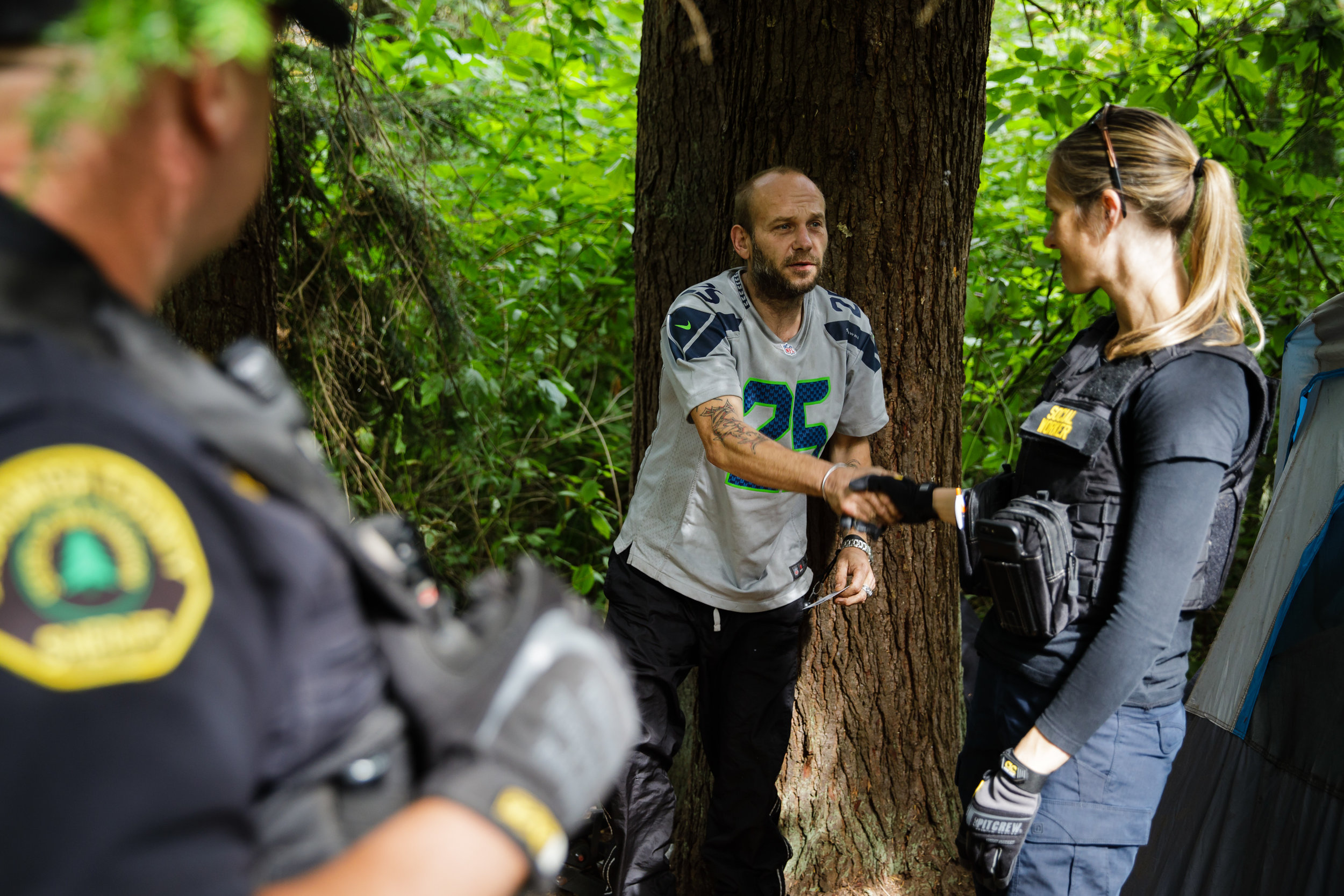 Social worker Lauren Rainbow and police reaching out to man who may be struggling with addiction.   CREDIT: LEAH NASH FOR FINDING FIXES »