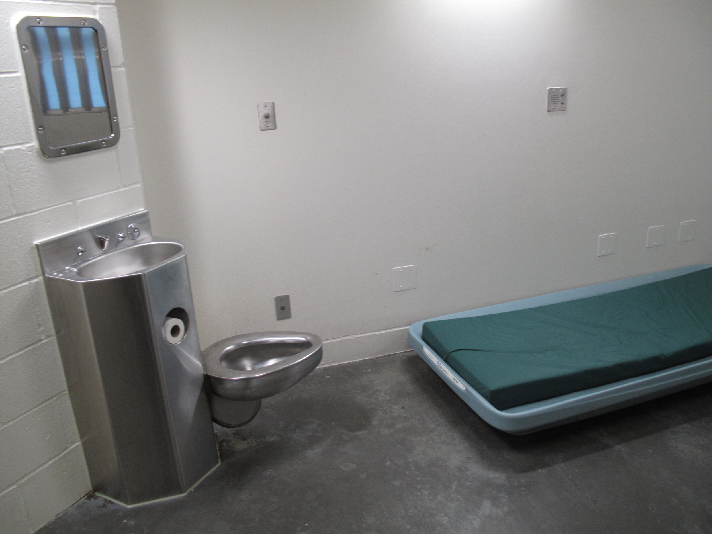A cell in the Snohomish County jail.   CREDIT: ANNA BOIKO-WEYRAUCH / FINDING FIXES. >>