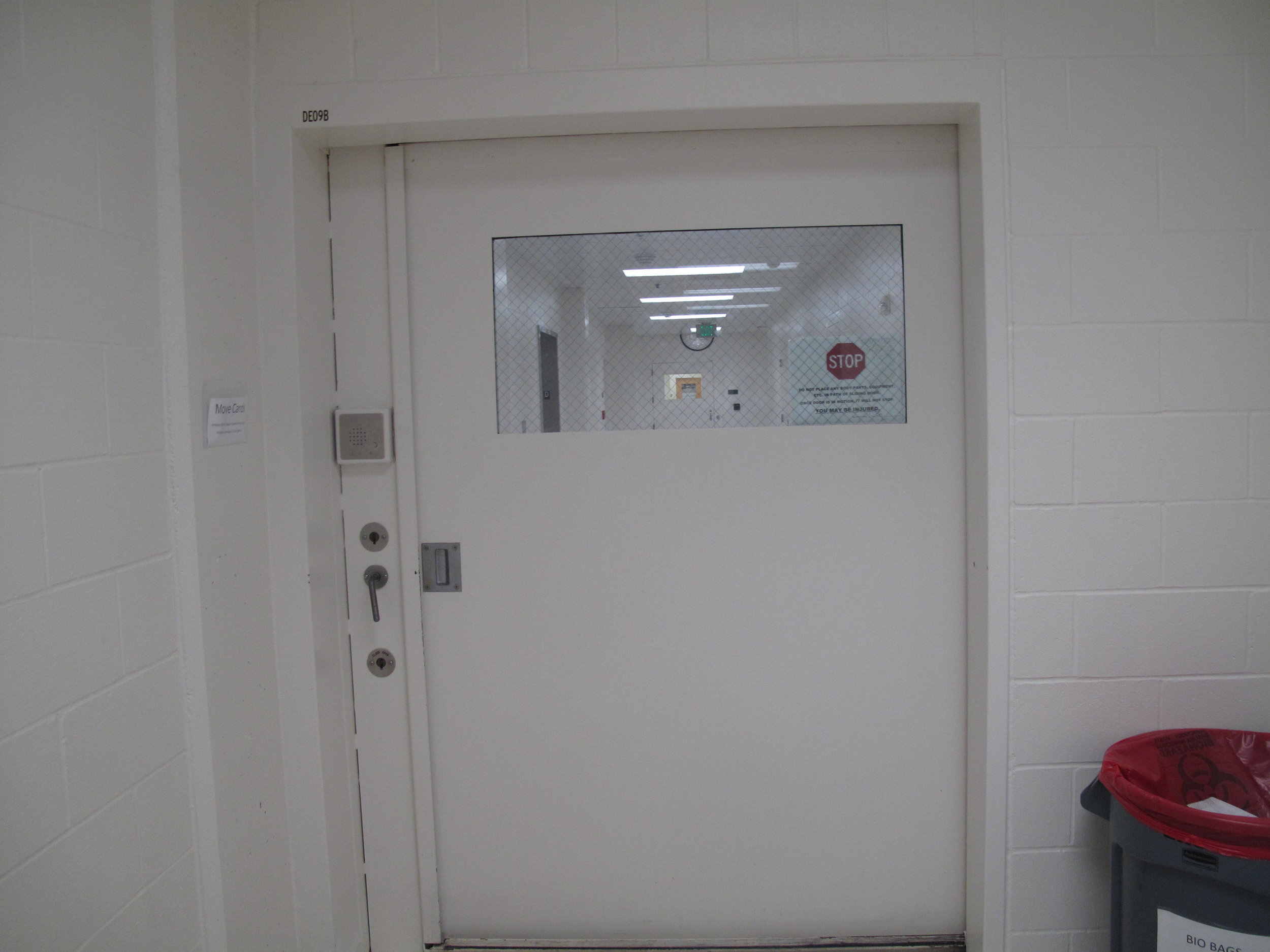 The heavy, remote-controlled door between units at the Snohomish County jail.   CREDIT: ANNA BOIKO-WEYRAUCH / FINDING FIXES. >>
