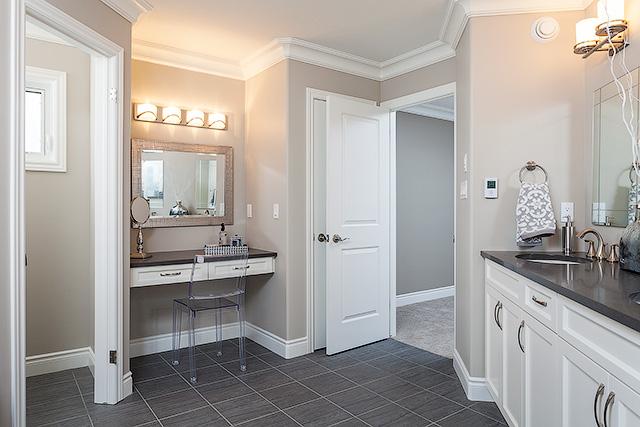 The Paramount II Ensuite Bathroom