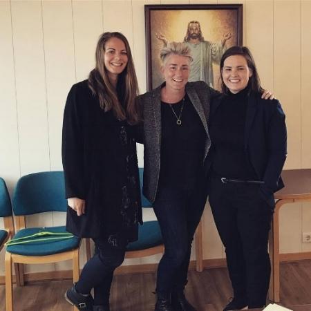 Harpa, Sara og Valborg glaðar eftir sinn fyrsta bæjarstjórnafund.