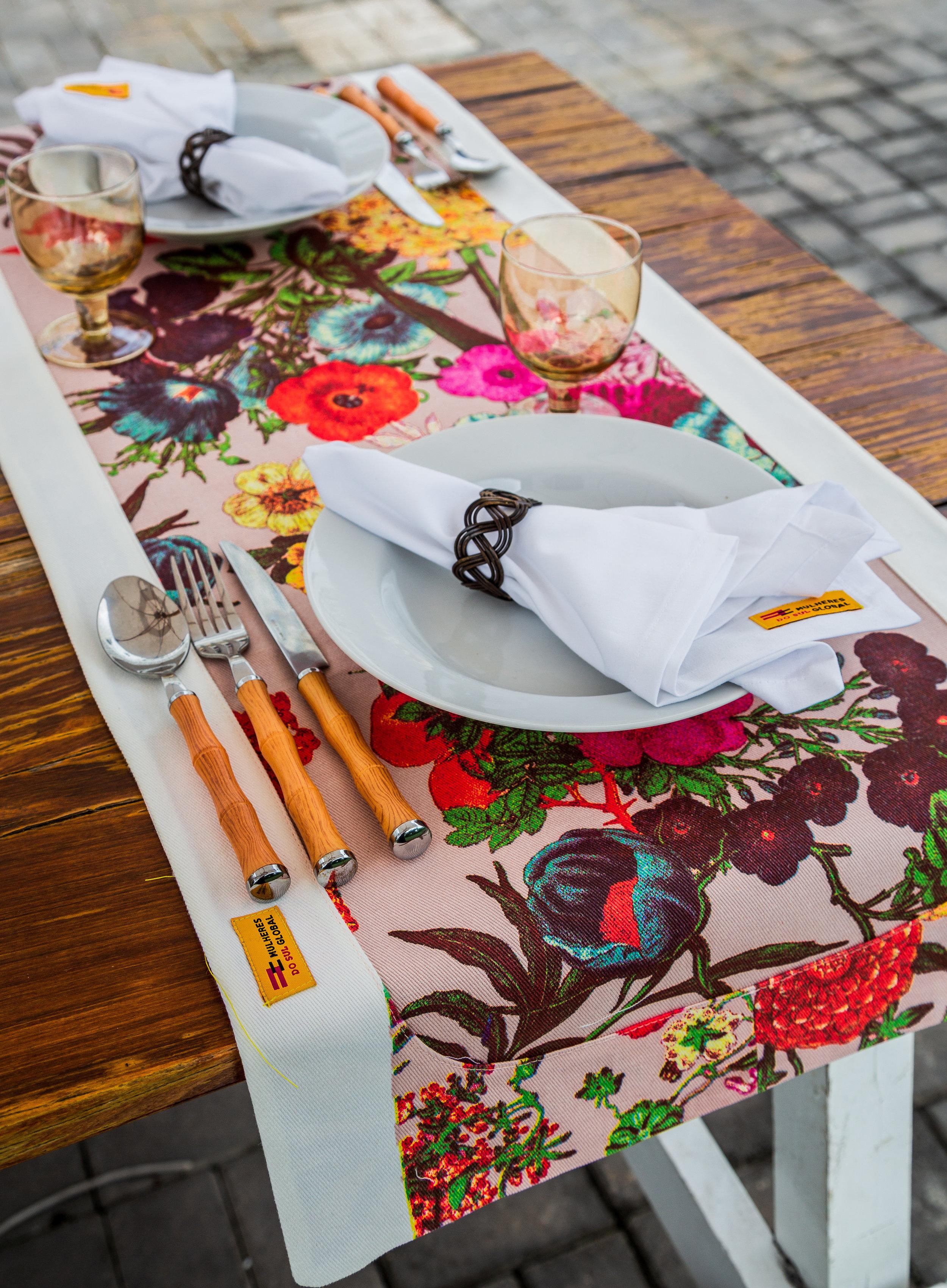 8_caminho-de-mesa-hibisco.jpg