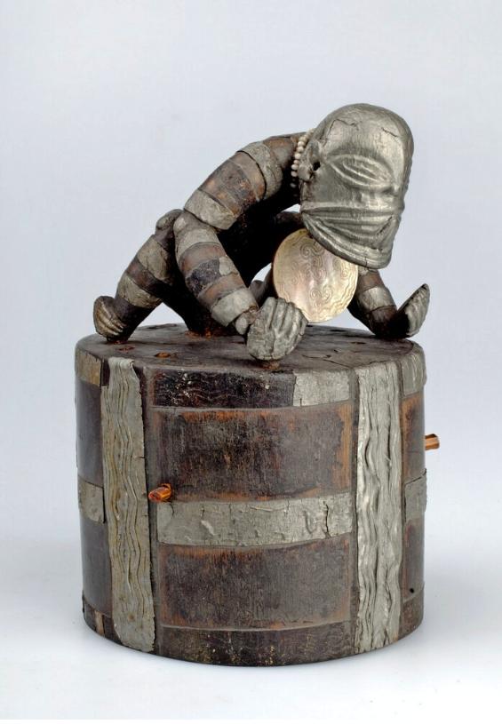 Aristocratic Women's Ceremonial Hat |  Epaku  © Nationaal Museum van Wereldculturen | The Netherlands