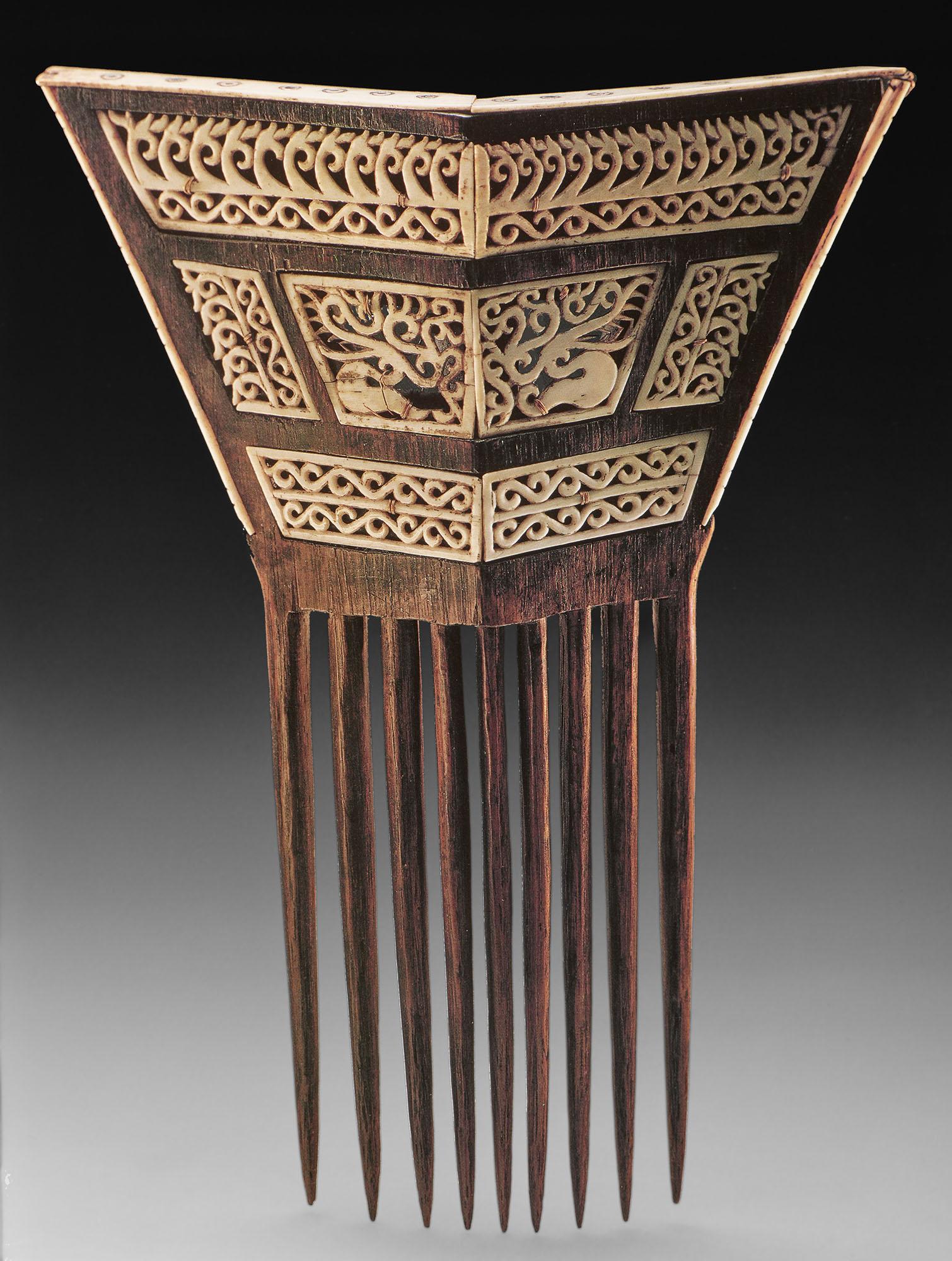 Carved Comb in Wood and Ivory © Nationaal Museum van Wereldculturen | The Netherlands
