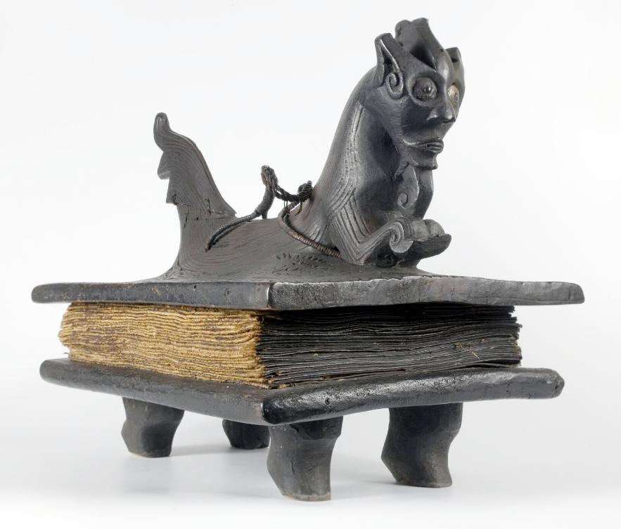 Priest's Sacred Book in Batak Script ( surat Batak ) |  Pustaha  © Nationaal Museum van Wereldculturen | The Netherlands