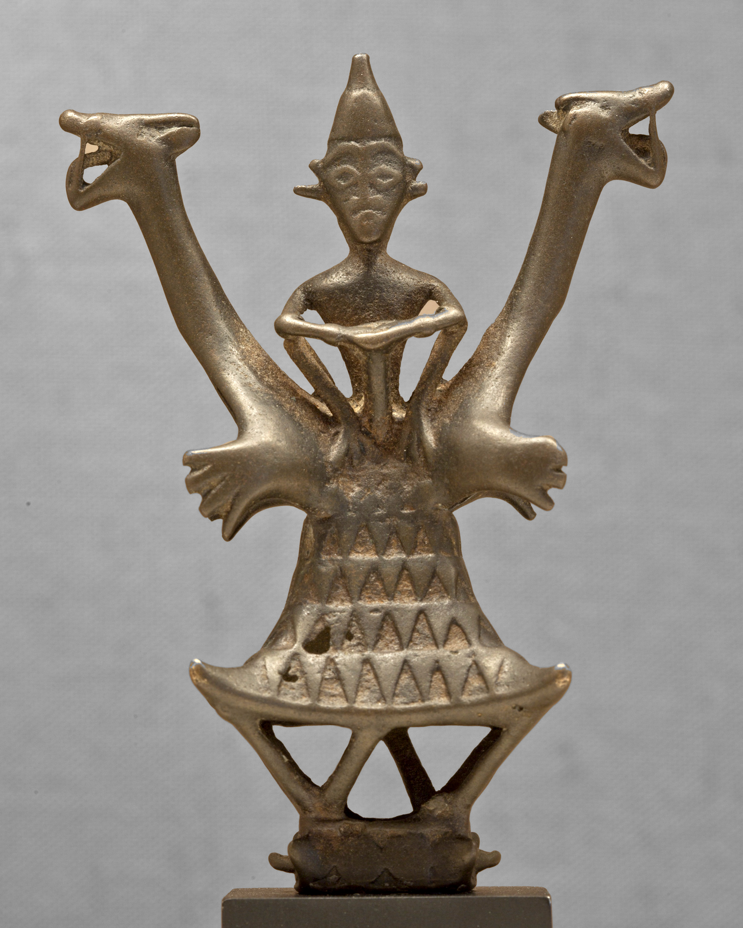 Shrine Object with Figure Atop a Dwelling Flanked by Two Mythological Animals © The Dallas Museum of Art | Texas, USA