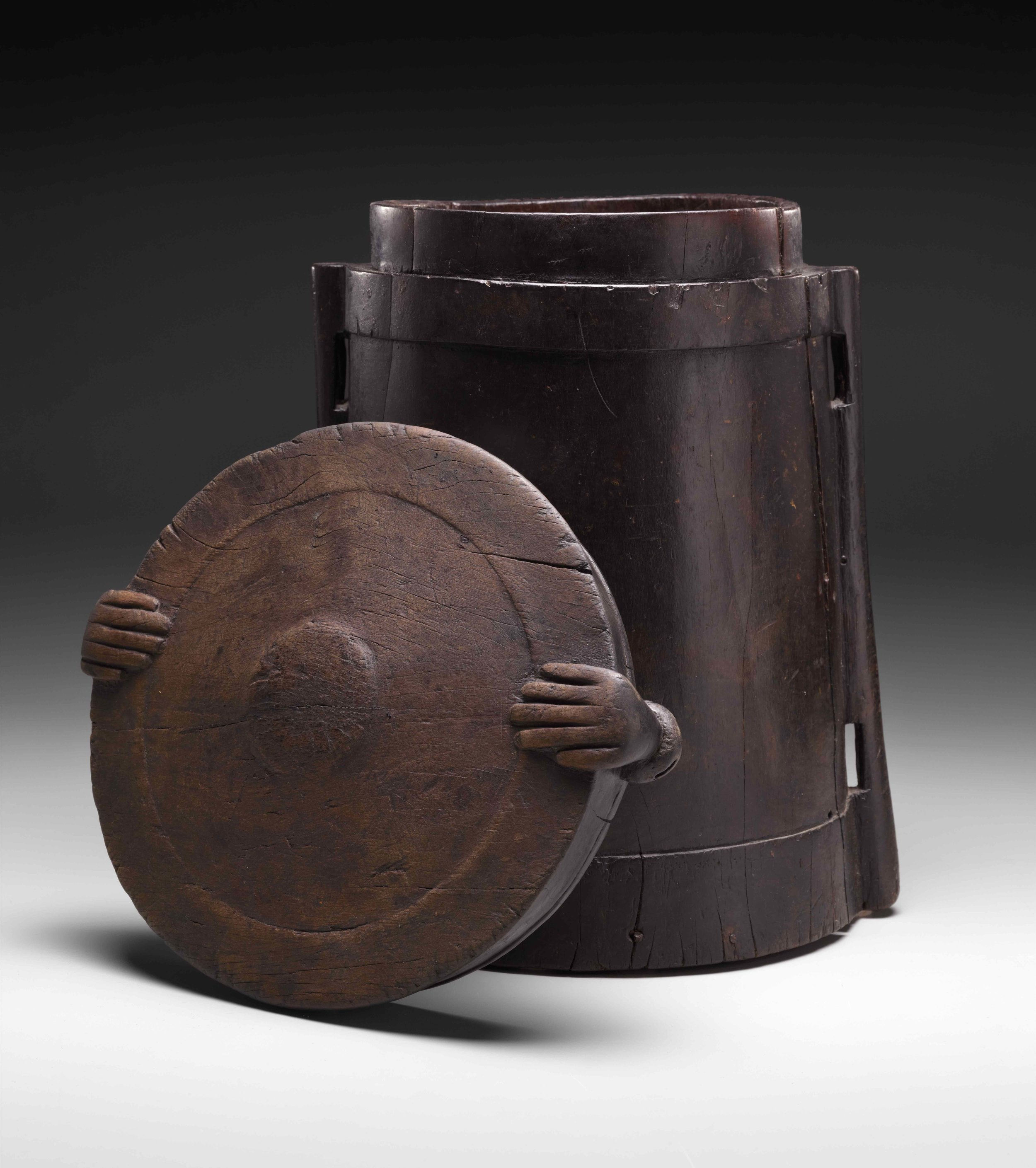 Aristocratic Wooden Storage Container with Human Hands © The Dallas Museum of Art | Texas, USA