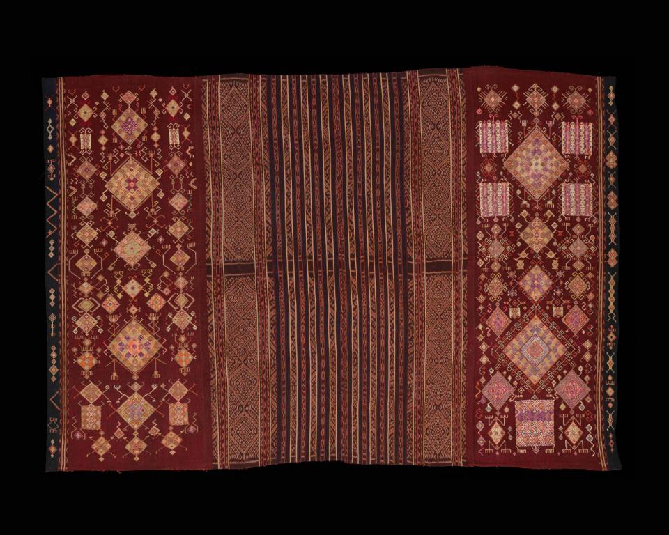 Aristocratic Women's Tubular Sarong |  Tais Feto   © The Dallas Museum of Art | Texas, USA