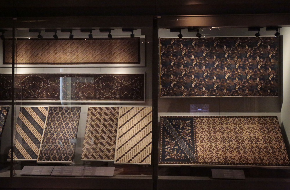 The royal collection has 43 pieces of Yogyakarta batik produced by the famous Lawick van Pabst atelier, which His Majesty visited in 1896 and again in 1901.