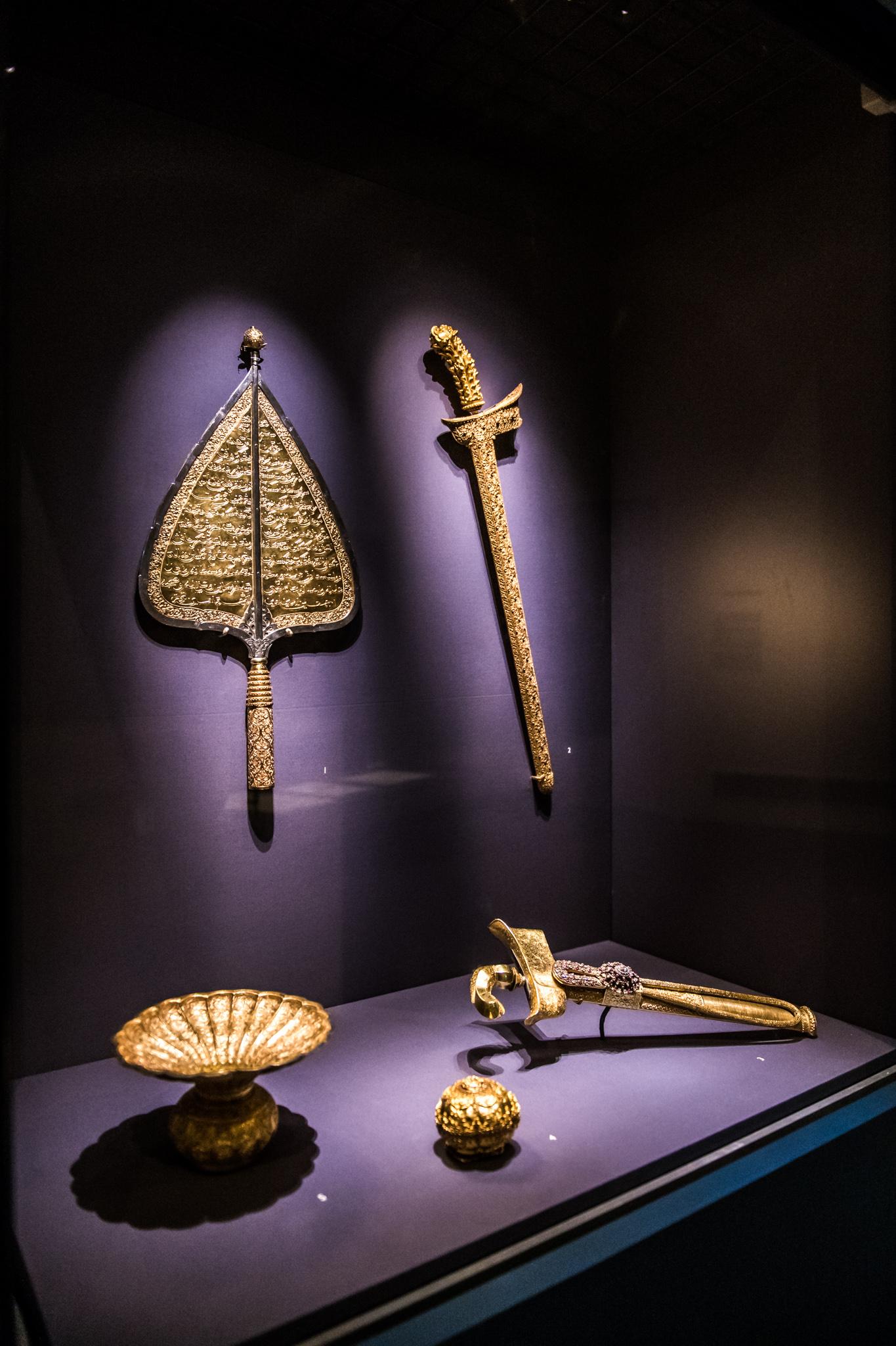 The Johor-Riau-Lingga royal regalia. © Asian Civilisations Museum