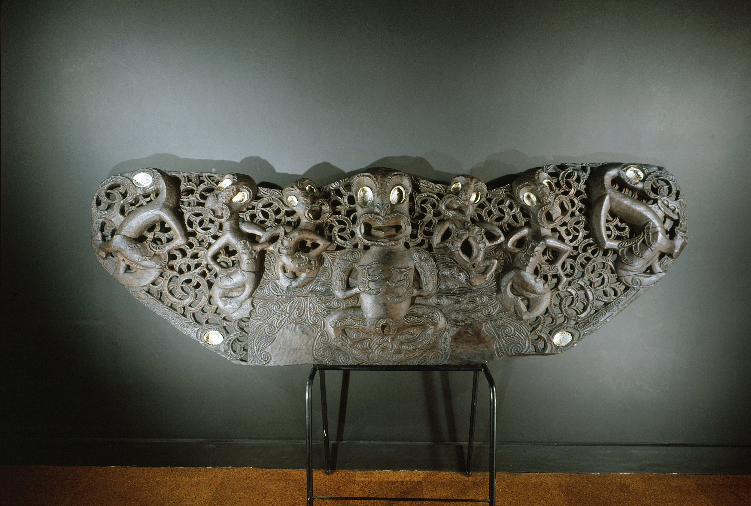 A fine late example of a house lintel carved with stone tools in the Ngati Tamatera style. The carving represents the separation of the primordial couple Rangi, the Sky Father, and Papa, the Earth Mother. Hauraki.   Circa 1850.   Inv. #: 55404969 © Werner Forman Archive/ Auckland Institute and Museum, Auckland