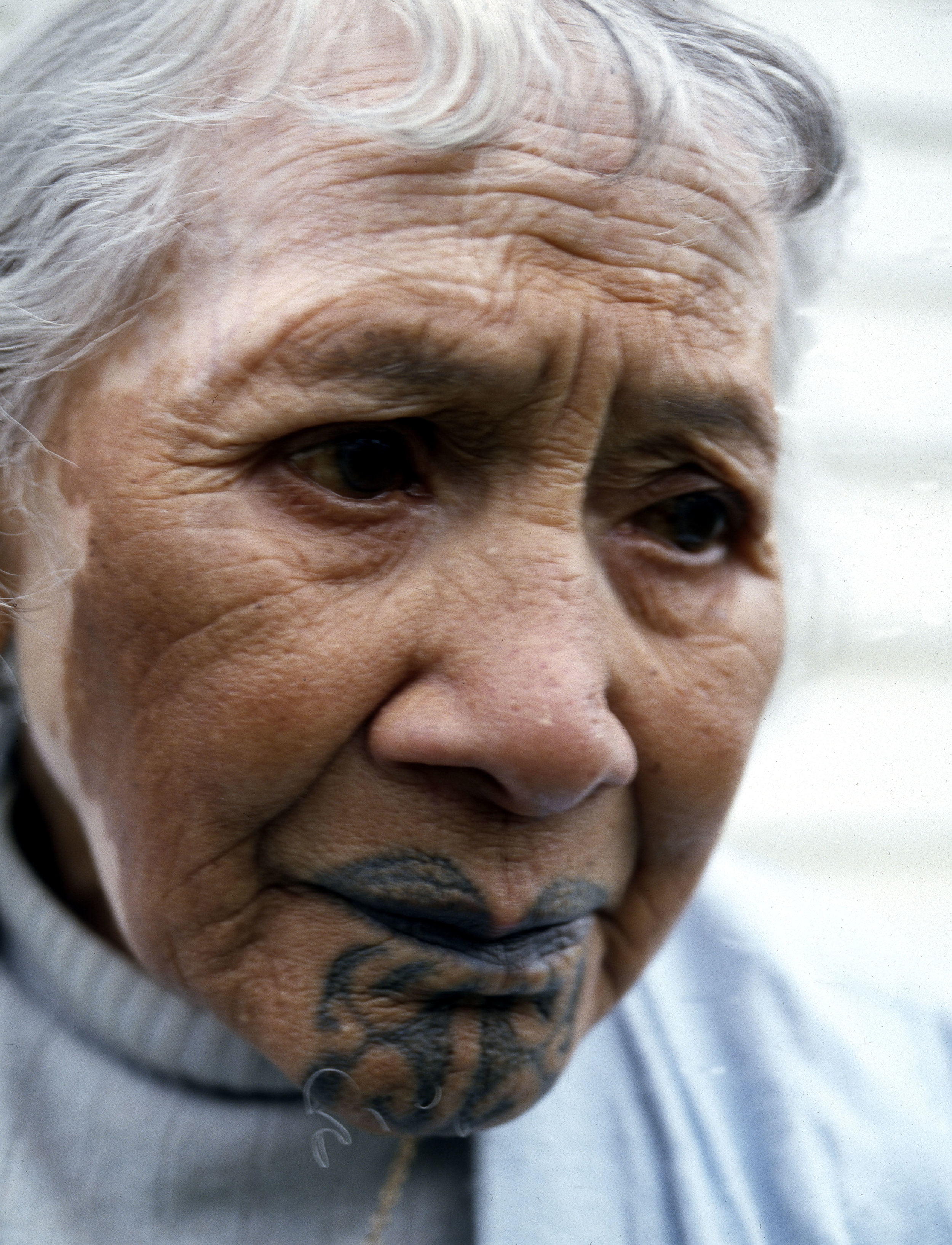 An elderly Maori woman, reputed to be the last survivor sporting a traditional moko kauae or female chin tattoo.   1980s   Inv. #: 55407012 © Werner Forman Archive