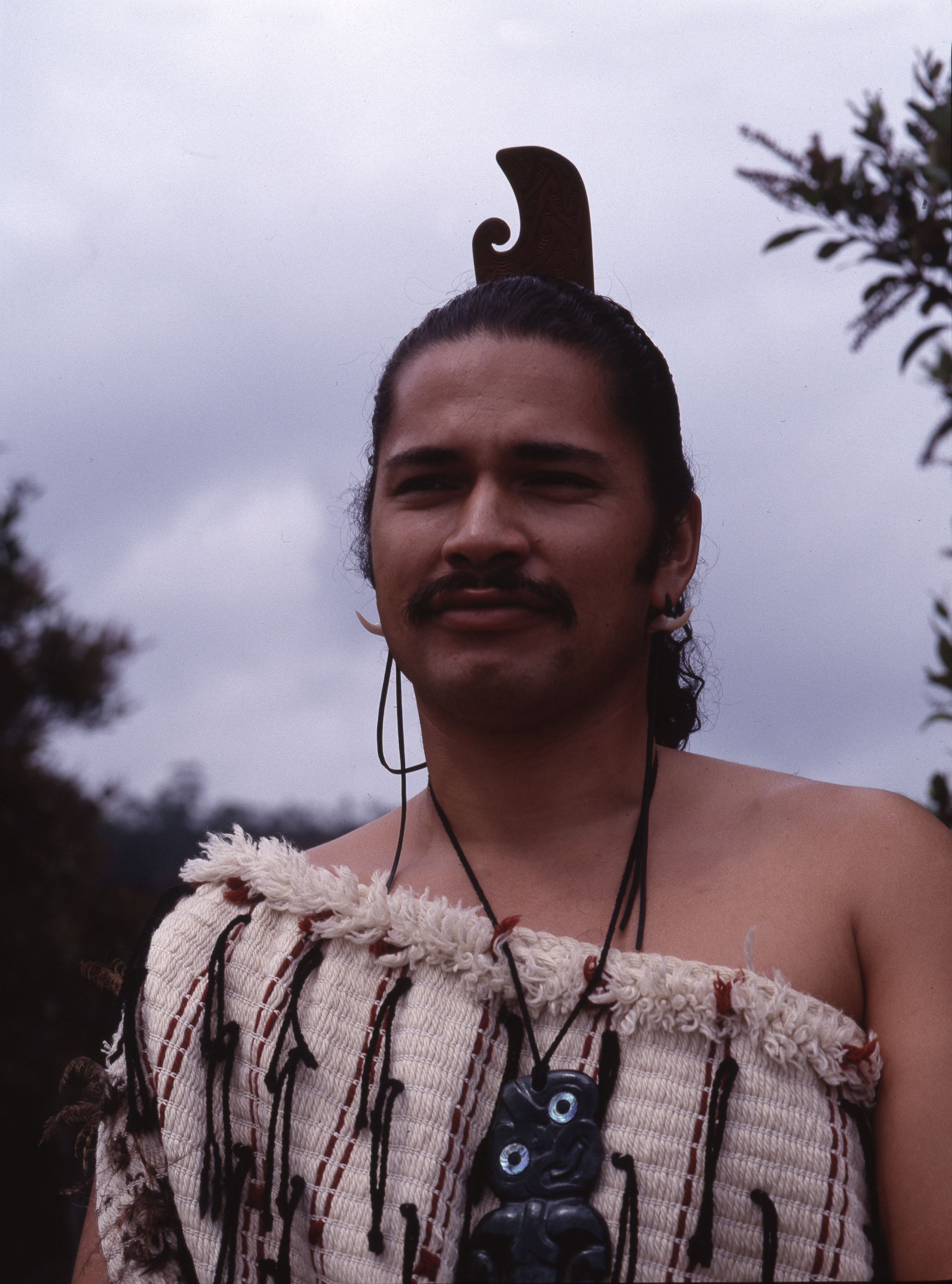 A Maori man wearing traditional dress and a hei-tiki pendant.   1980's   Inv. #: 55425243 © Werner Forman Archive