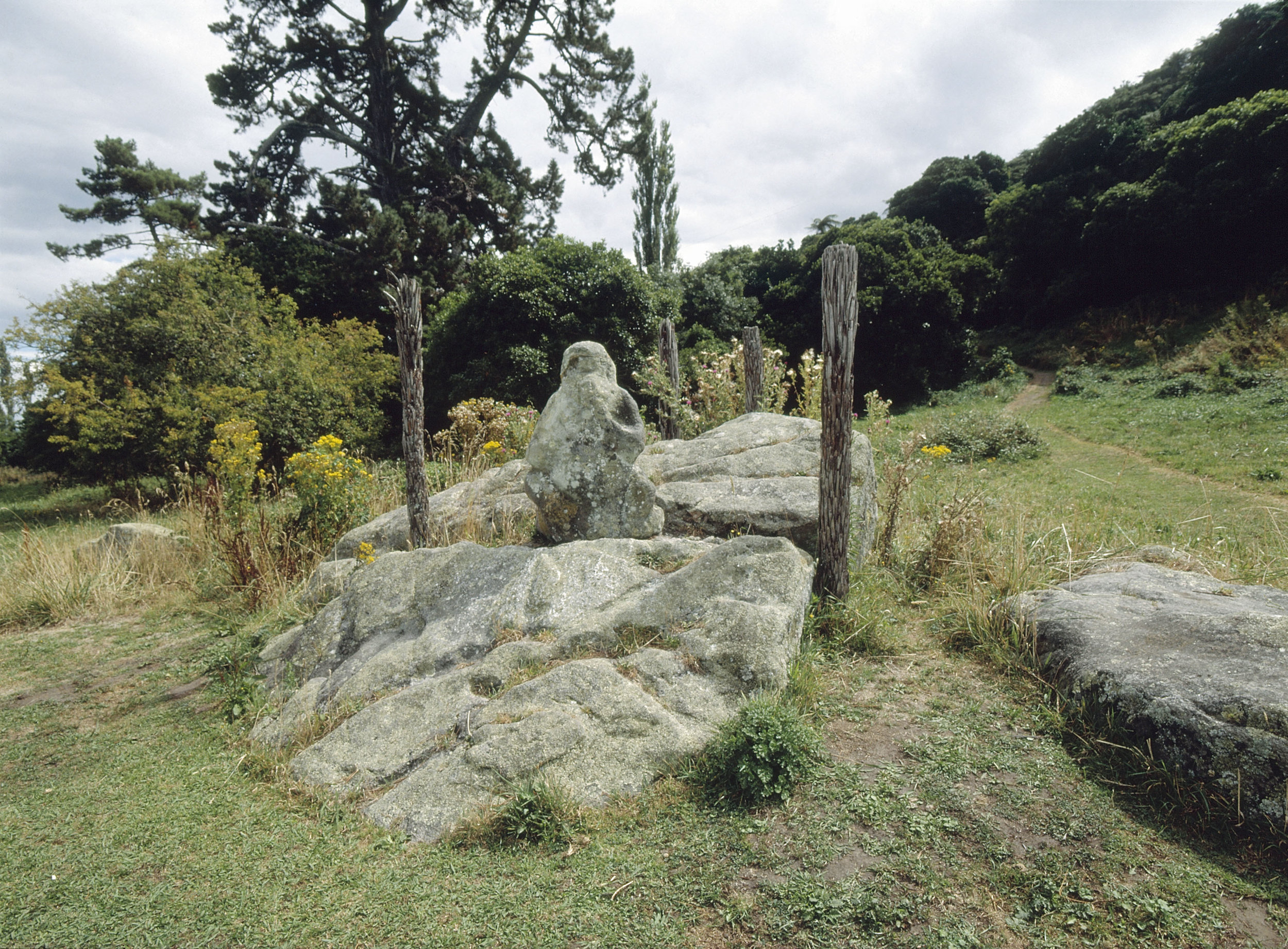 Kumara stone fertility god statue, said to have been brought from the legendary Maori homeland of Hawaiki in the ancestral Arawa canoe. Country of Origin: New Zealand. Culture: Maori. Place of Origin: Place of Origin: Mokoia Island, Lake Rotorua.   Inv. #: 55405108 © Werner Forman Archive