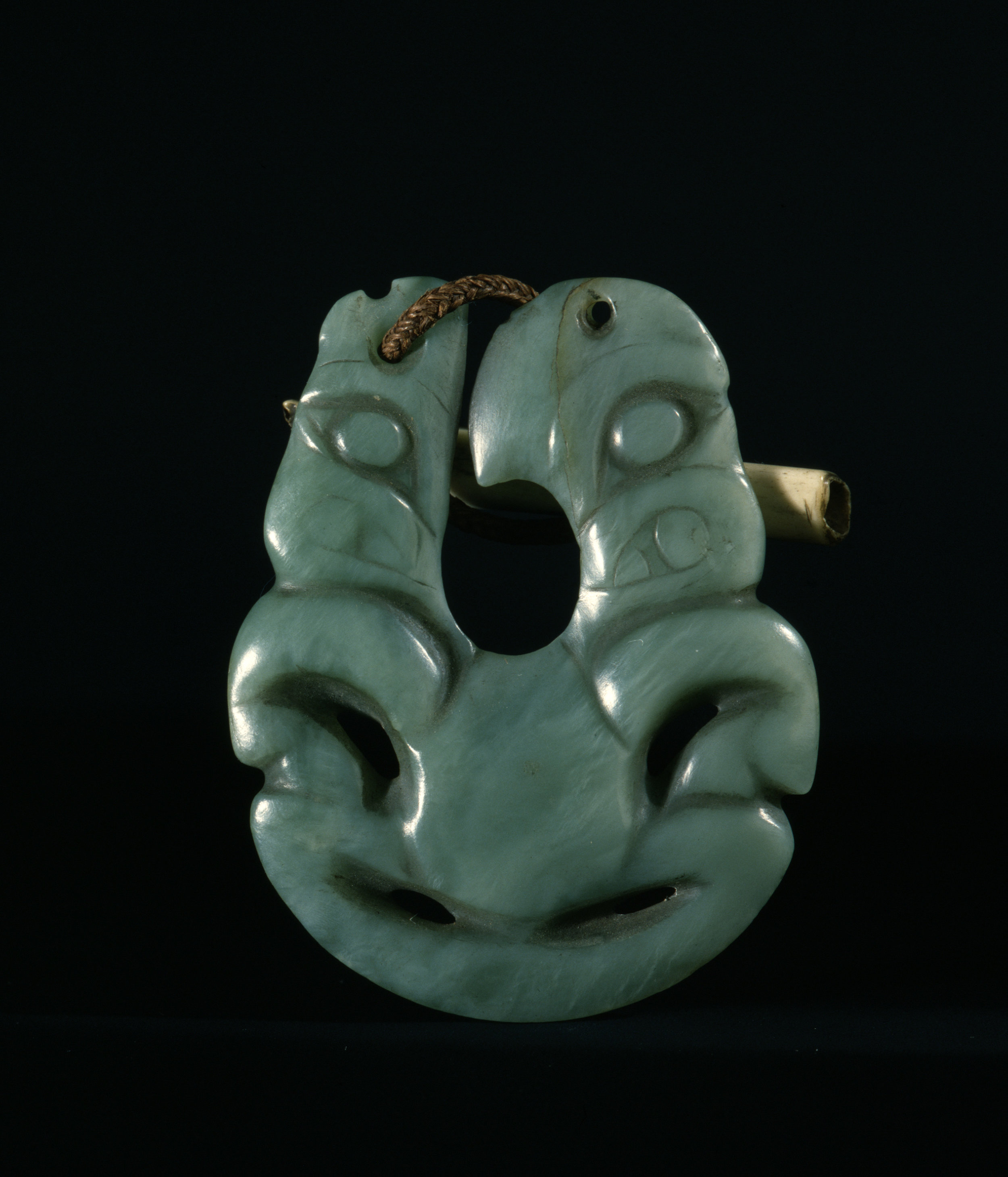 Hei matau (fish hook) pendant made of nephrite jade that was given by a Ngapuhi Maori chief to a British captain in 1834. It combines the shape of a fish hook with that of a tiki figure. | 19th century | Inv. #: 55406968 © Werner Forman Archive / British Museum, London