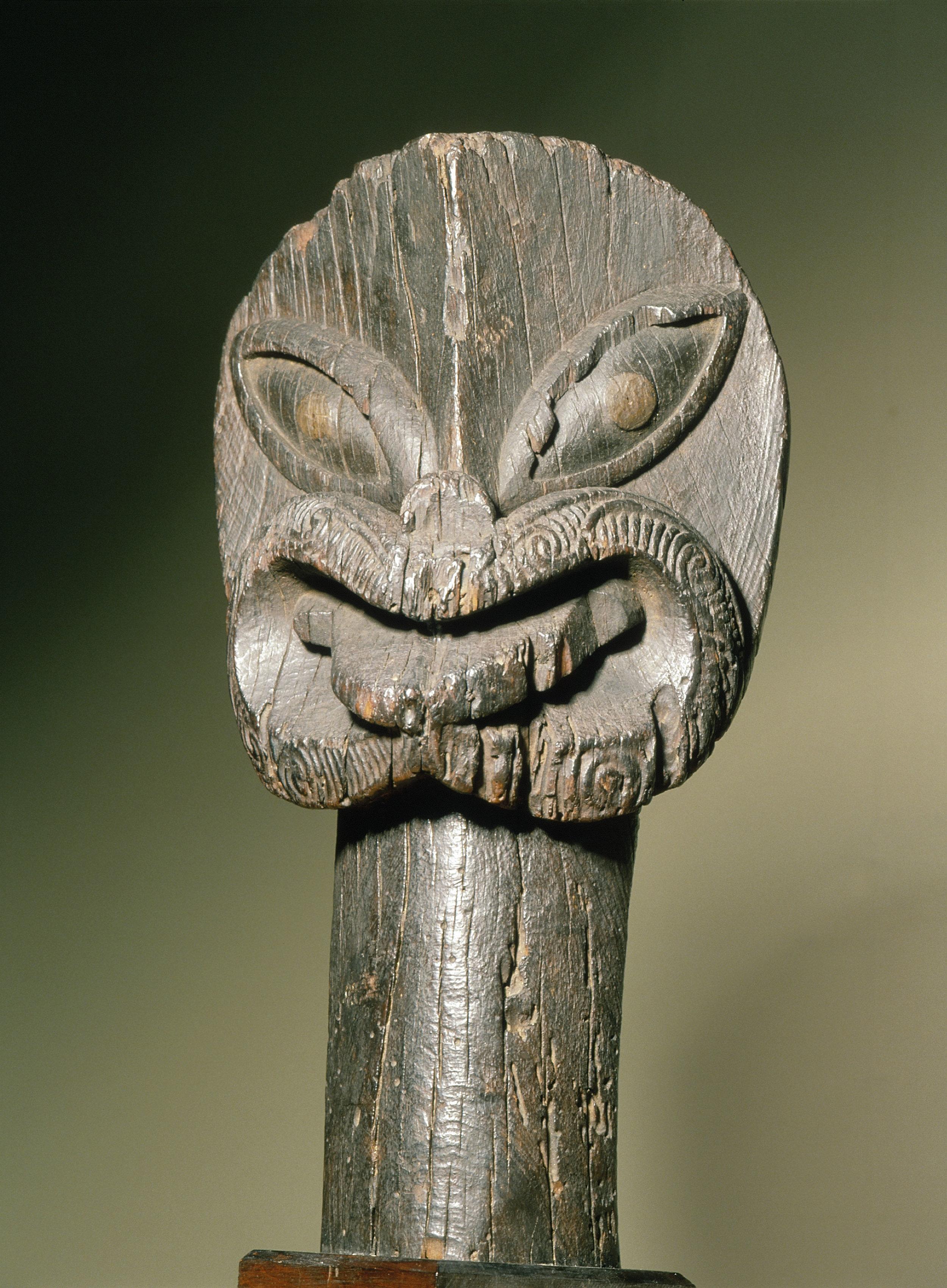A fine early canoe figurehead.   Tauhiu, Long Beach, Otago area.   17th - 18th century   Inv. #: 55405013 © Werner Forman Archive / Otago Museum, Dunedin