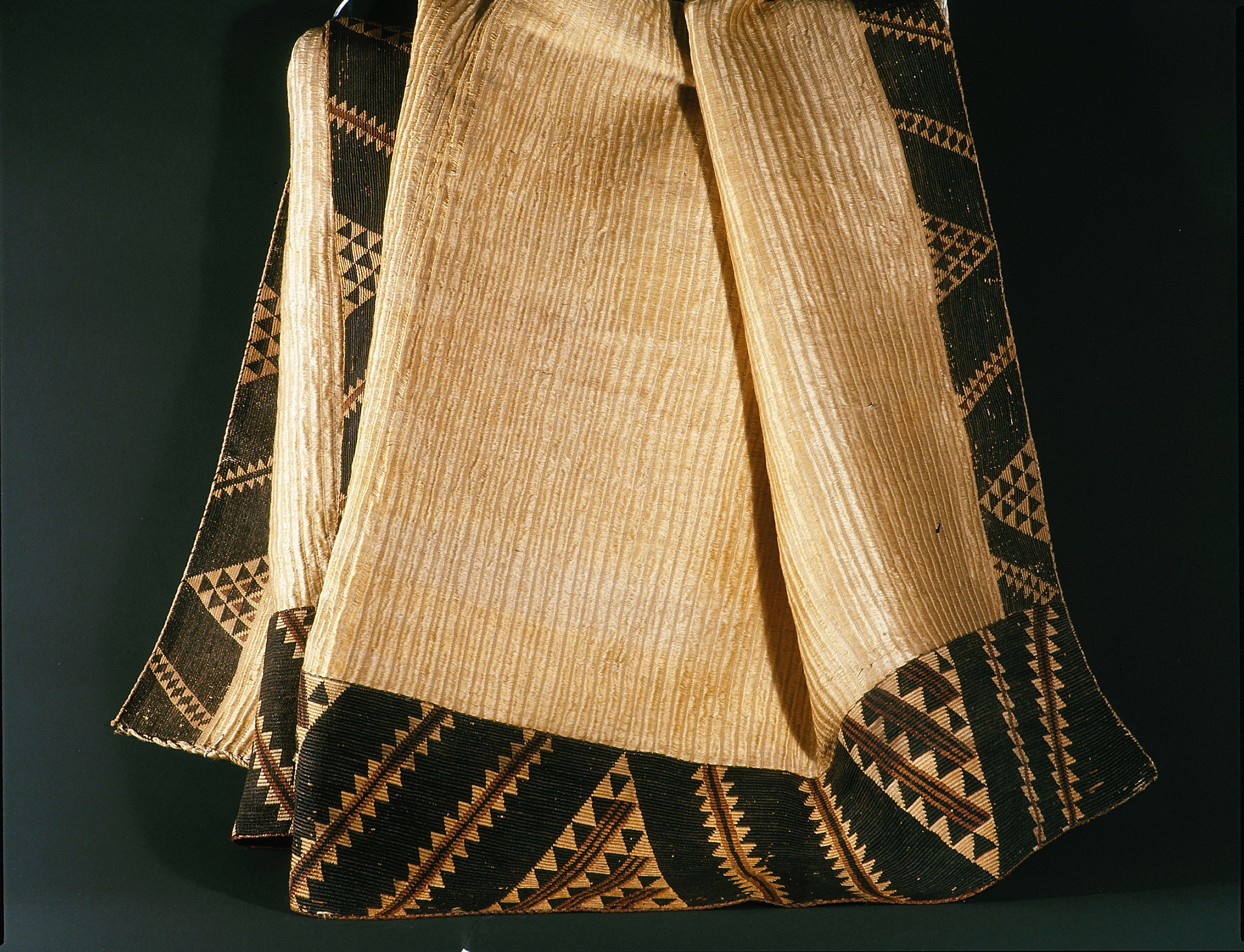 A prestigious kaitaka cloak made of softly beaten flax fibers. The tapestry border serves as a weight to pull the cloak into a comely draped shape when worn. Production of this type of cloak ceased around 1835. Taranaki.   Early 19th Century   Inv. #: 55424784 © Werner Forman Archive / Canterbury Museum, Christchurch