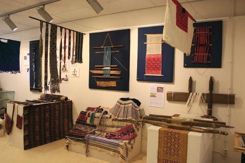 Exhibition 'Weaving the World' at the TRC, Leiden, 2014. © Textile Research Centre Leiden
