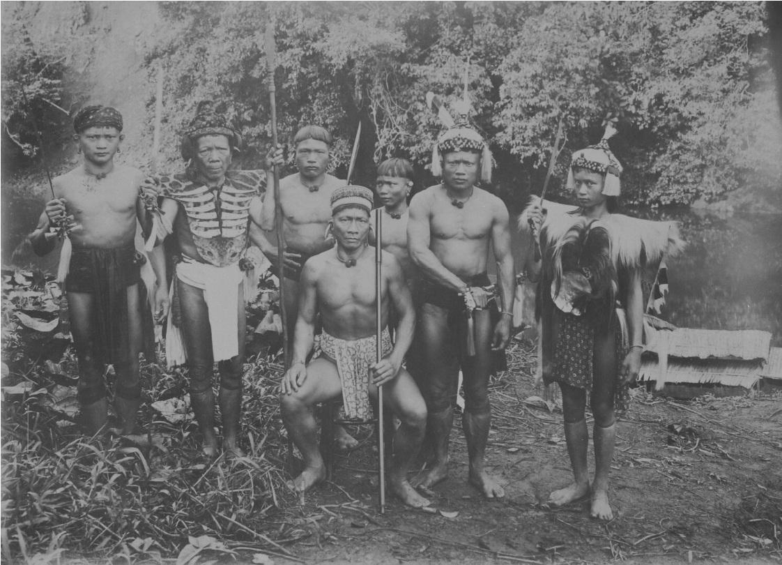 Portrait of a Group of Dayak warriors in Sarawak | 1900 - 1940 © Nationaal Museum van Wereldculturen | The Netherlands
