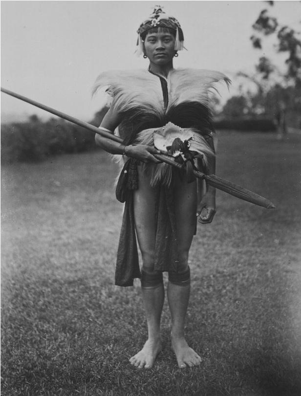 Portrait of a Kayan Warrior from the vicinity of the Baram River in Sarawak | 1900-1940 © Nationaal Museum van Wereldculturen | The Netherlands