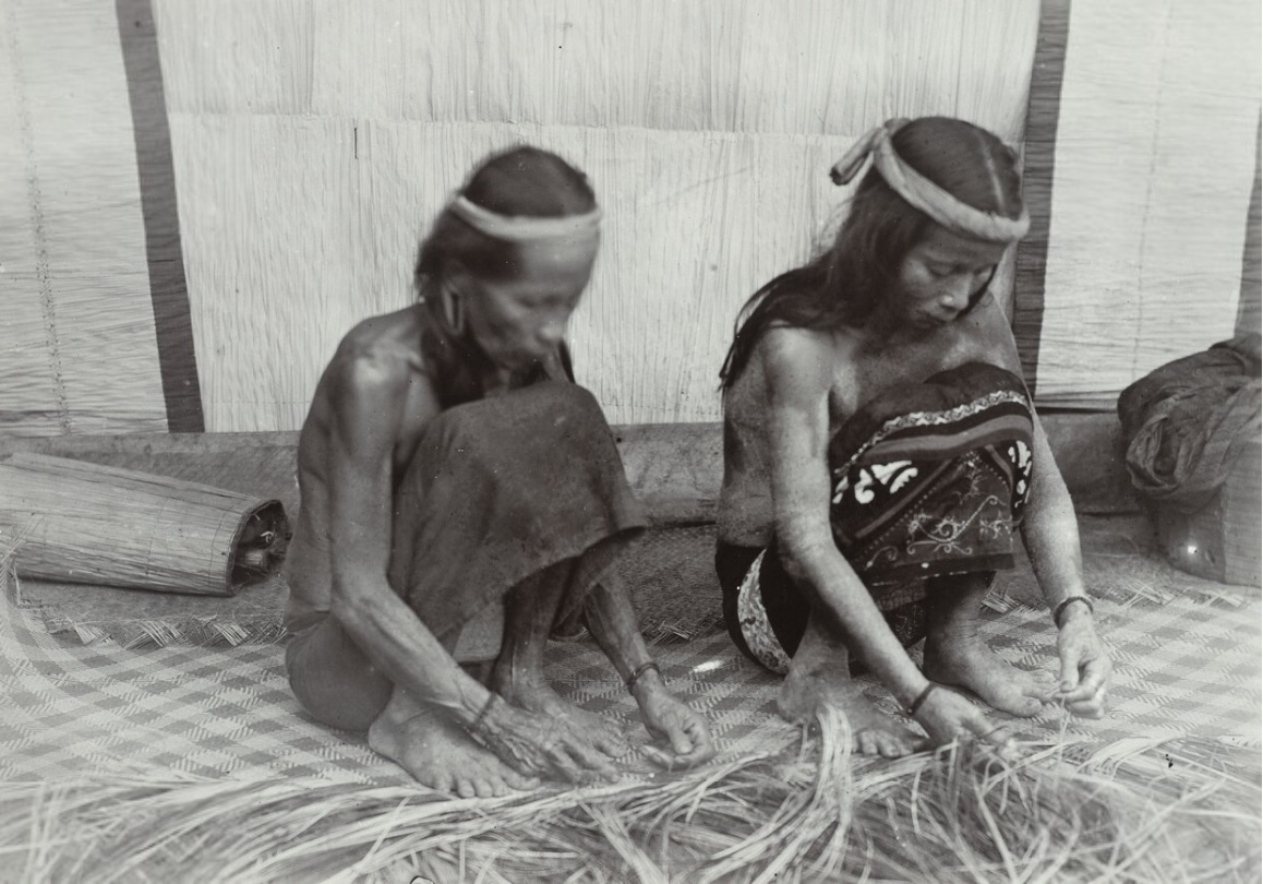 Two Dayak Women, Bo Kasot and Bo Song Engaged in Mat Weaving | 1898 - 1900 © J. Demmeni