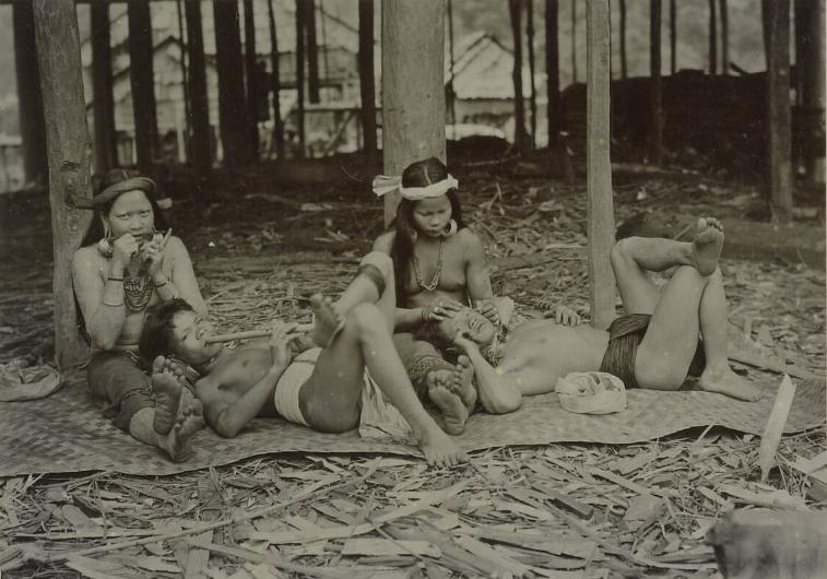Group Portrait | Upper Mahakam River | 1898 - 1900 | J. Demmeni  © Nationaal Museum van Wereldculturen | The Netherlands