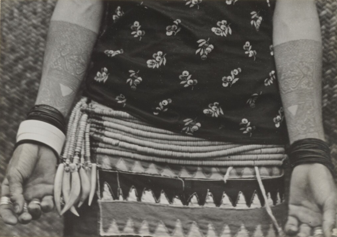 Woman's Tattooed Forearms | Apo Kayan Plateau, Borneo | 1932 | Tillema Collection © Nationaal Museum van Wereldculturen | The Netherlands