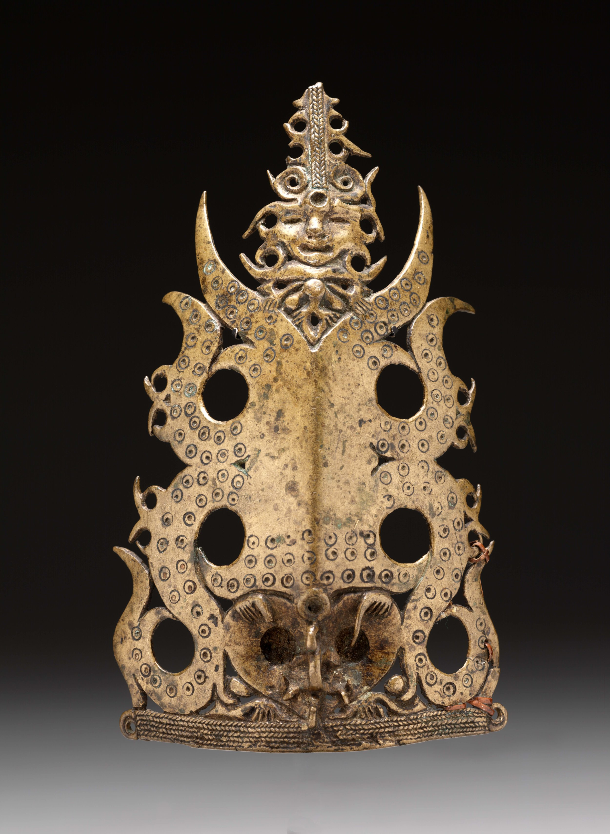 Warrior's Headdress Ornament, Frontal Figure | Tap Lavong Kayo | Borneo © Dallas Museum of Art | Texas, USA