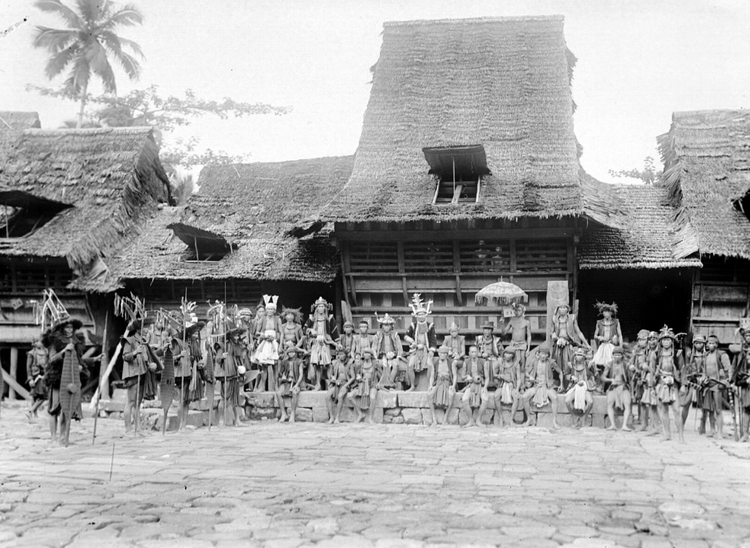 A Gathering of Headmen in War Dress | South Nias | 1900-1925 © Nationaal Museum van Wereldculturen | The Netherlands
