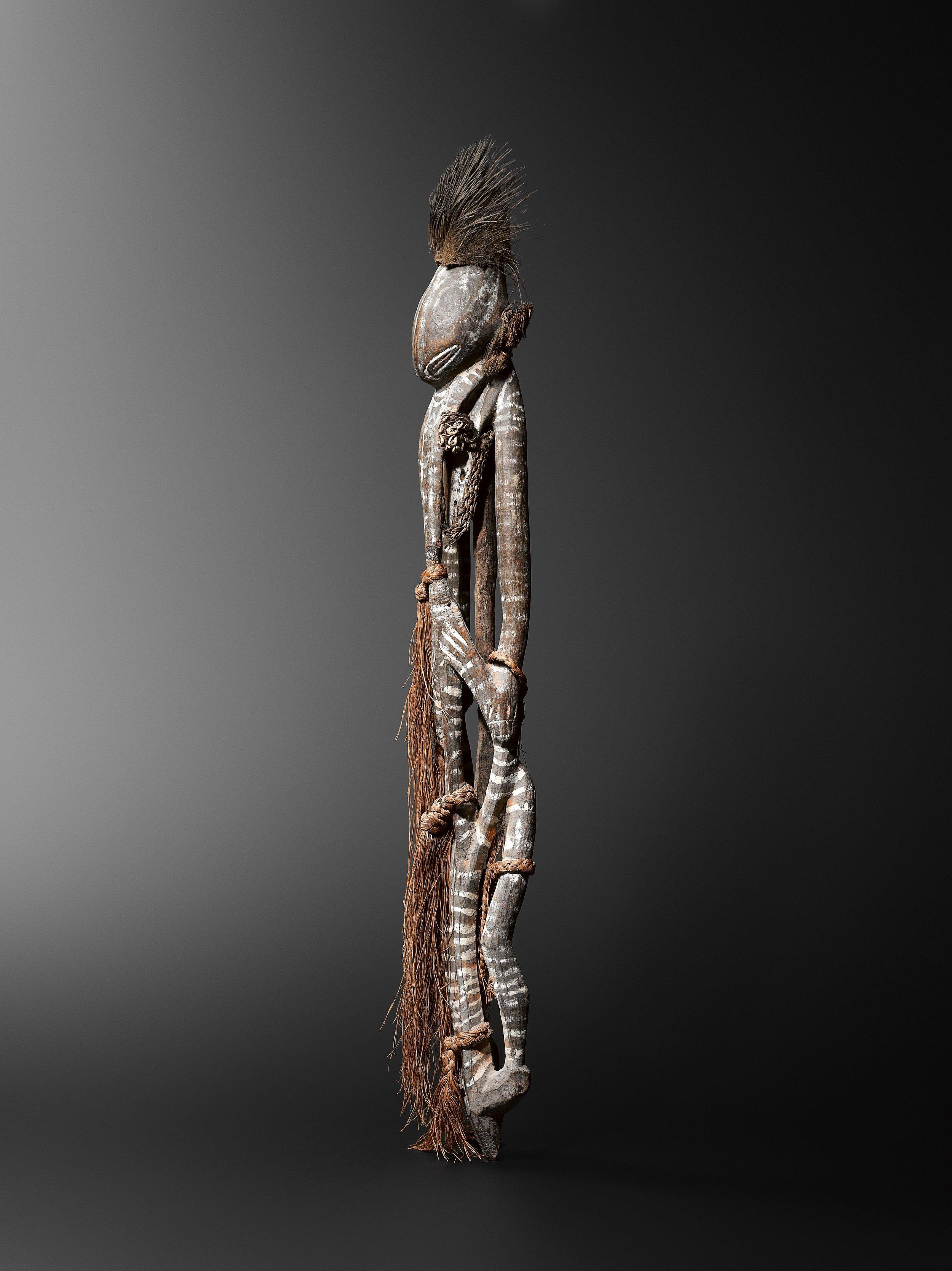 Cult figure,  ulitamano.  Angoram vicinity, lower Sepik. Wood, fibre, cassowary feathers and pigments. 82 cm. Jef Vanderstraete, Lasne, Belgium. © Hugues Dubois, Brussels/Paris