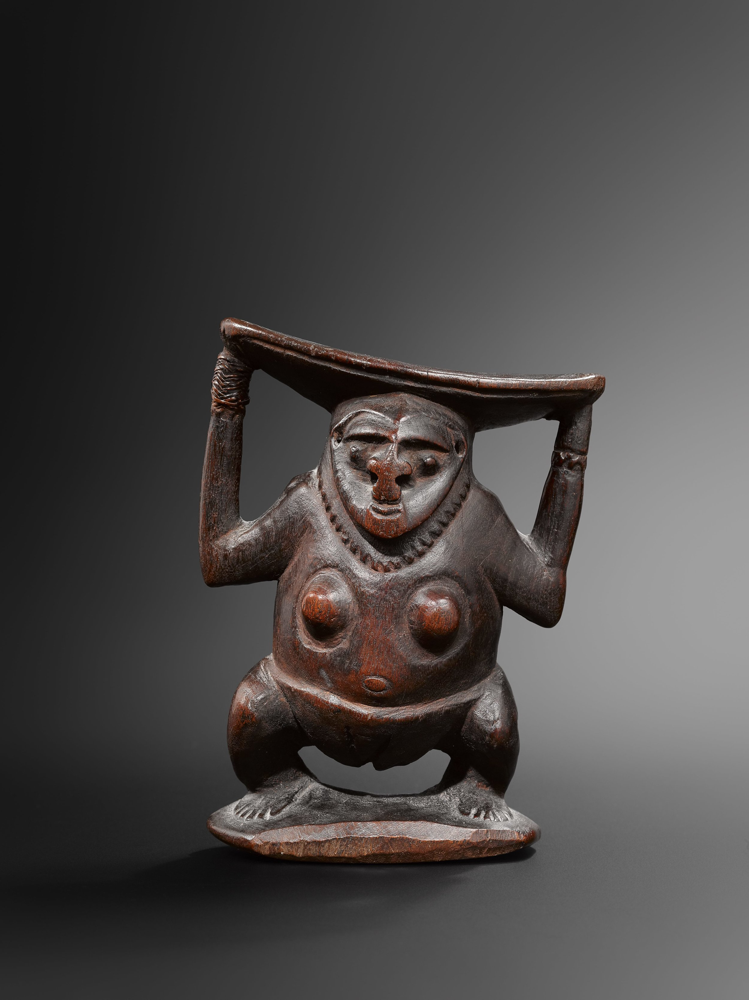 Neckrest. Bogia, coastal Madang Province. Wood. 18 cm. Collected by Father Josef Schebesta between 1910–1930. Wenthold Collection. S. V. D. Catholic Mission. © Hugues Dubois, Brussels/Paris