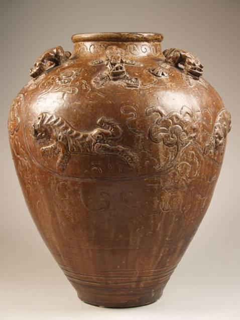 Martavaan with carved decoration of tigers and dragons © Princessehof Ceramics Museum