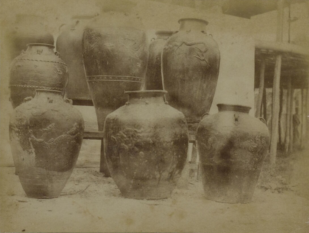 A collection of jars employed by Dayaks for water storage. 1894. © M. Schadee | Nationaal Museum van Wereldculturen | The Netherlands