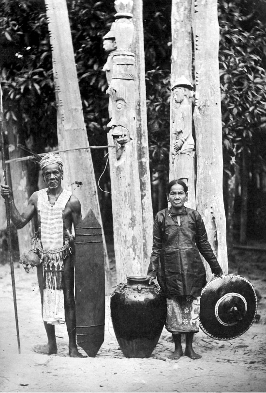 Couple in Borneo preparing for the Tiwah mortuary ritual. © Tropenmuseum | The Netherlands