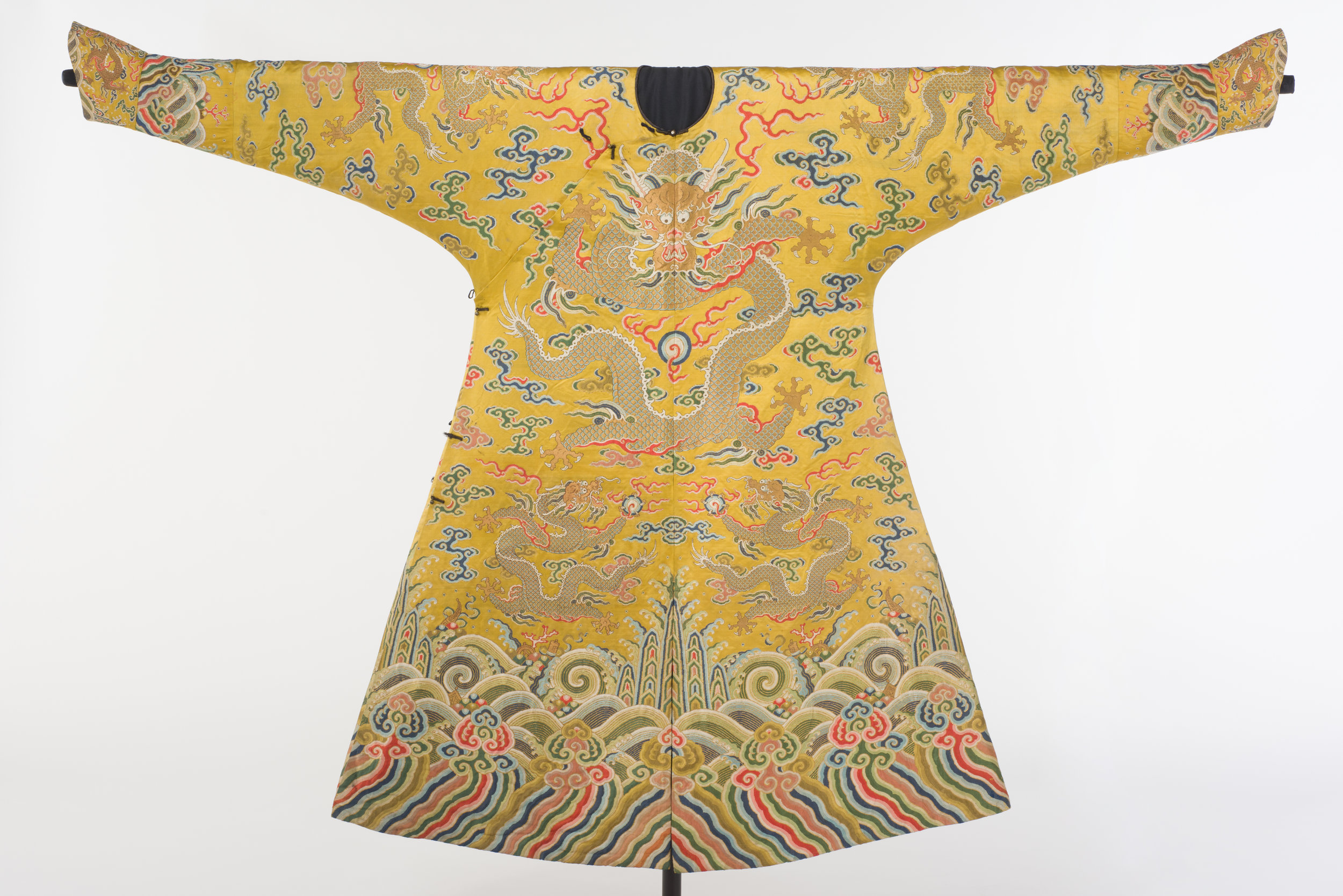 Dragon robe.  China, early 18th century (Qing dynasty) Brocaded silk satin, gold-wrapped threads, 137.8 x 204 cm. Asian Civilisations Museum. Image courtesy of Asian Civilisations Museum.