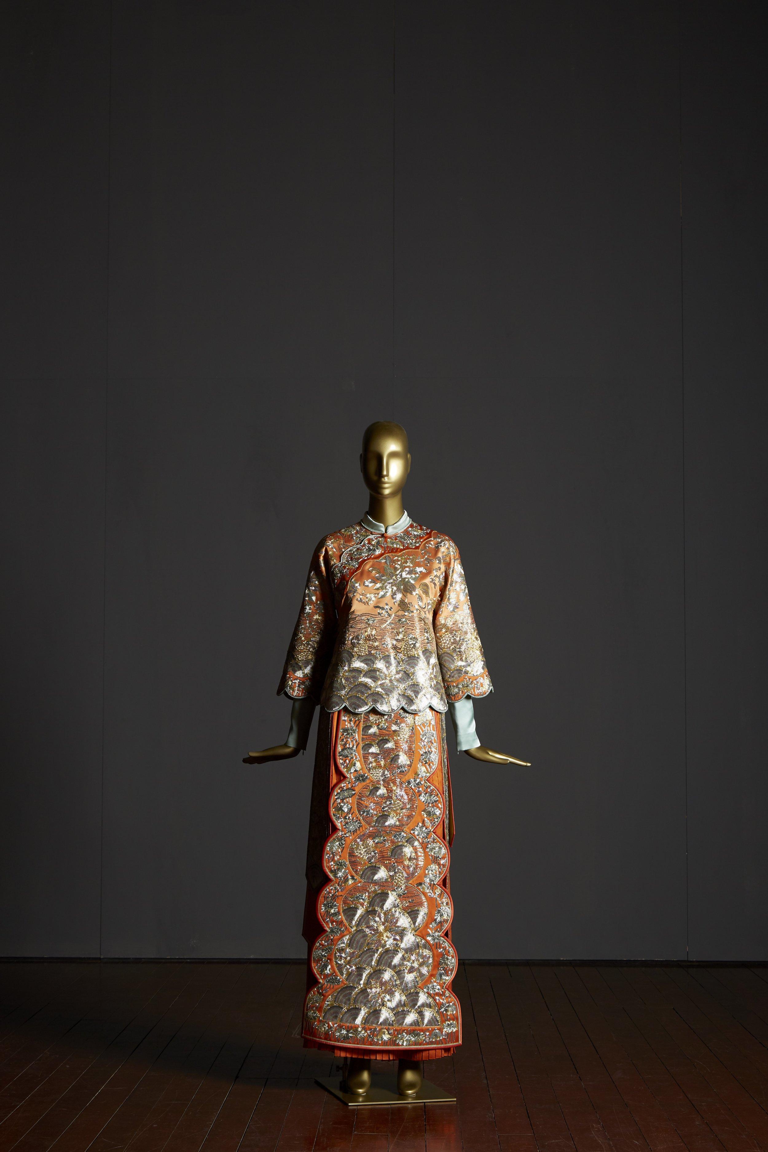 莲生贵子褂、鱼水和谐裙 (Lotus and goldfish bridal top and skirt)  Guo Pei, Chinese Bride Collection China, Beijing, 2012 Silk, gold thread, 180 x 100 x 100 cm 4,500 hours Collection of Guo Pei Image courtesy of Asian Civilisations Museum