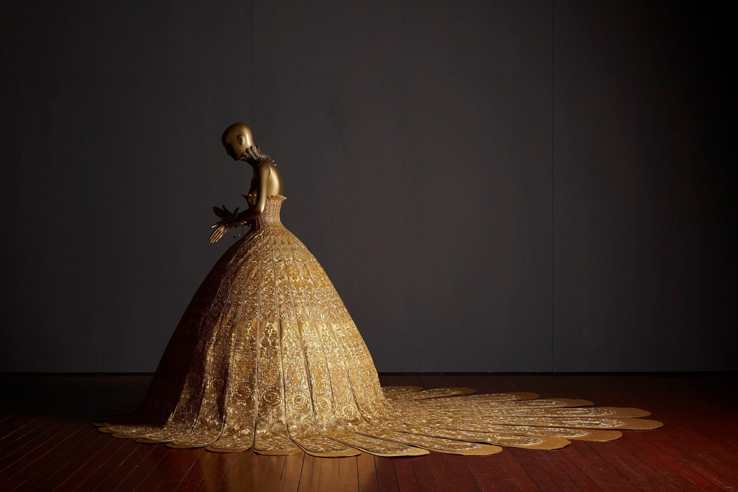 大金 (Magnificent Gold Gown). Image courtesy of Asian Civilisations Museum.