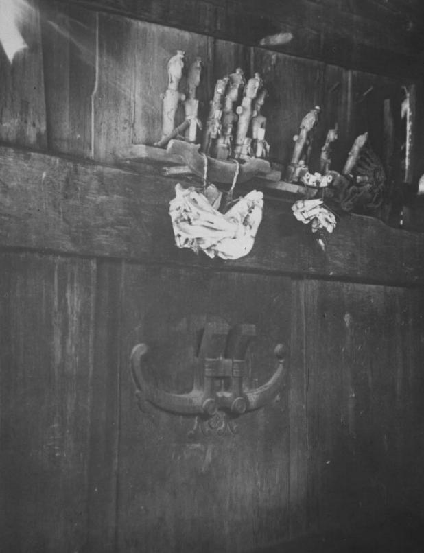 Ancestor Figures in Baroejoe Lasara, Telo Island | 1922 © Nationaal Museum van Wereldculturen | The Netherlands