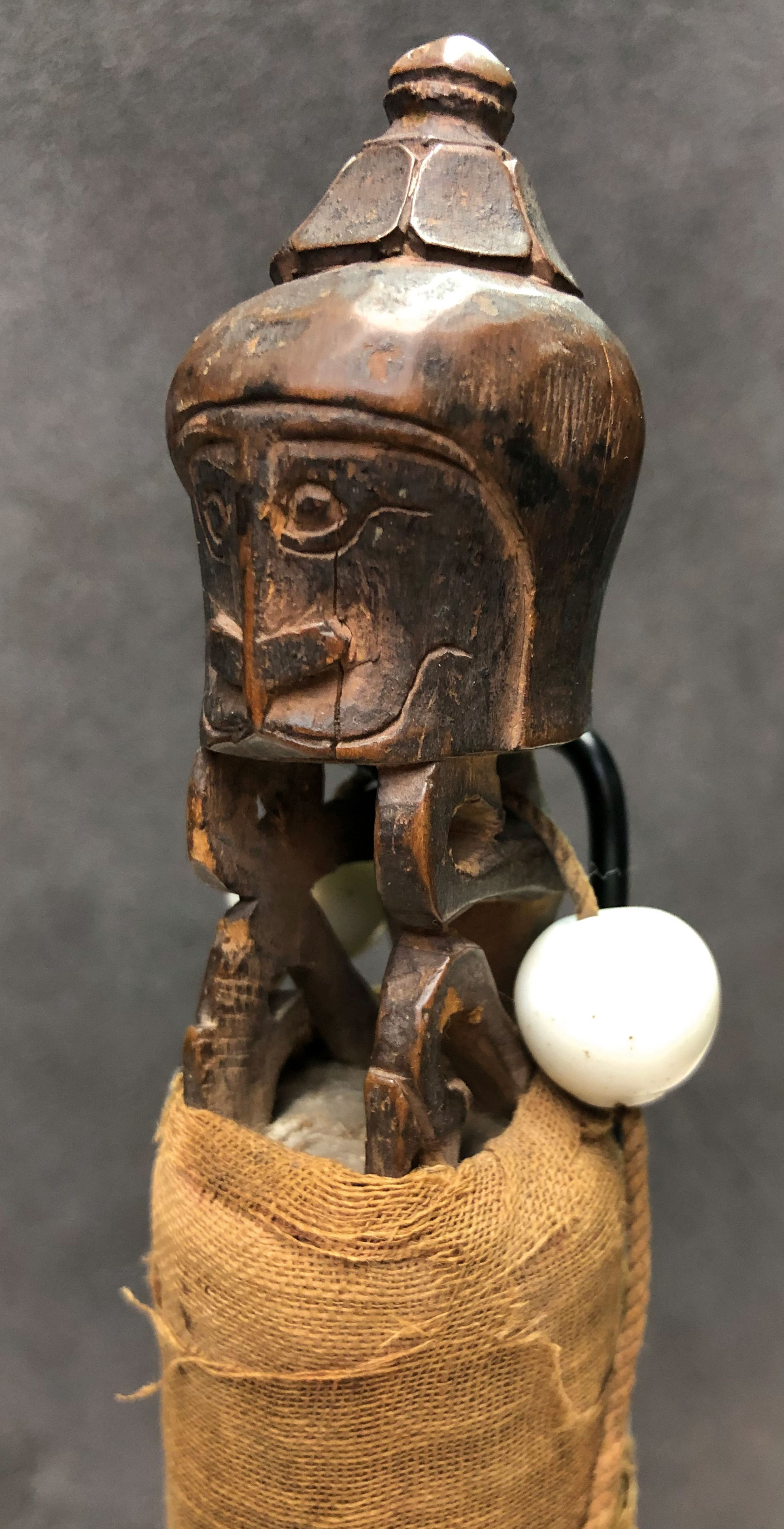 A korwar stick amulet (h. c.7 cm., figure) with two white heirloom beads; the lower part is wrapped in cotton. Groningen University Museum (the Netherlands), the Van Baaren Collection.