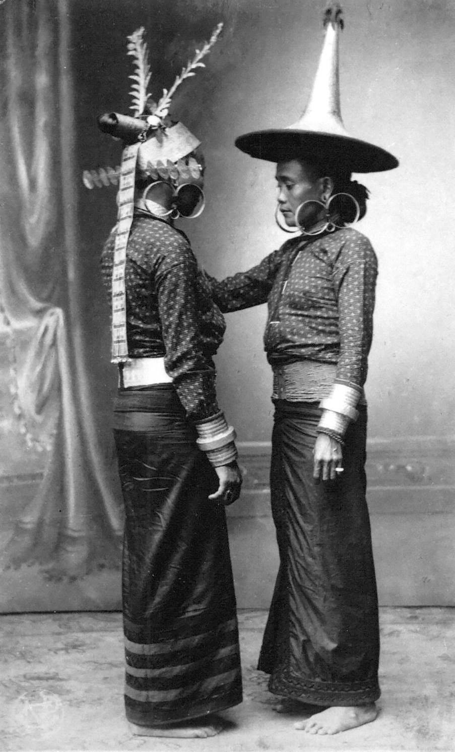 Noblewomen from South Nias wearing  töla jaga  bracelets, gaule earrings and very distinctive golden head ornaments. (Photograph C.B. Nieuwenhuis ca. 1915.)