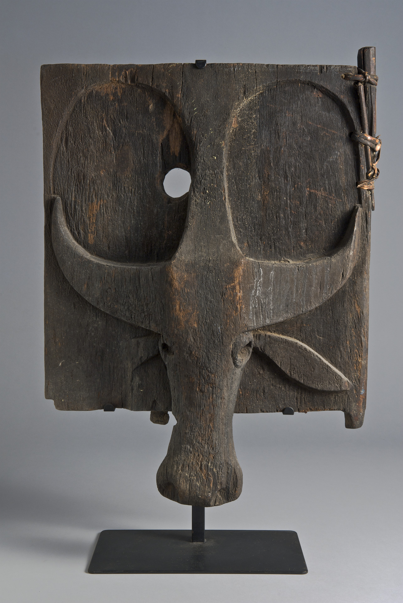 Granary Door with Carved Buffalo © Yale University Art Gallery | Connecticut, USA
