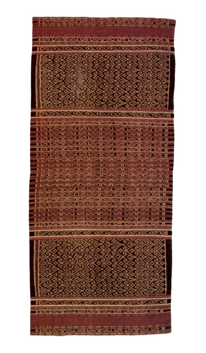 Ceremonial woman's sarong  tenepa.  Lewolein, Solor. Cotton, warp-ikat 147 x 66 cm. N.S. 27895.