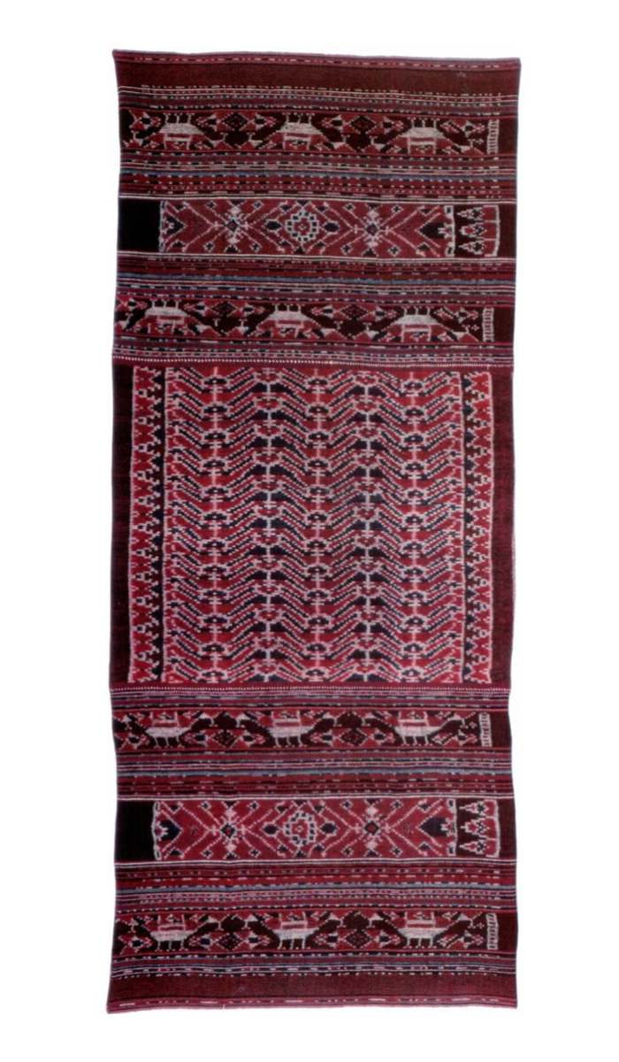 Ceremonial woman's sarong  kefatek nai telo . Lamalera, Lembata. Cotton, warp ikat . 167 x 71,5 cm. N.S. 27997.